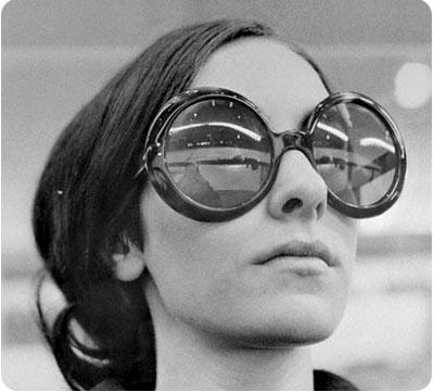 chica-con-gafas-retro